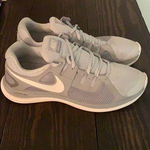 Nike Gray/White Lunar Flash +